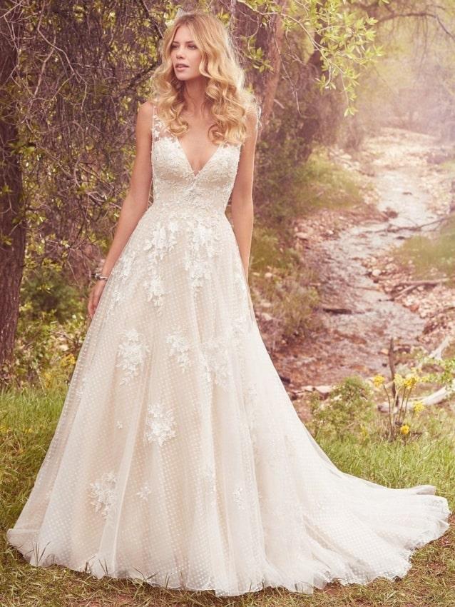 Vestido delicado evasê para noiva