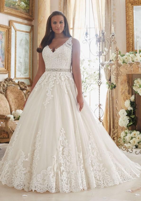 Vestido rendado de noiva evasê