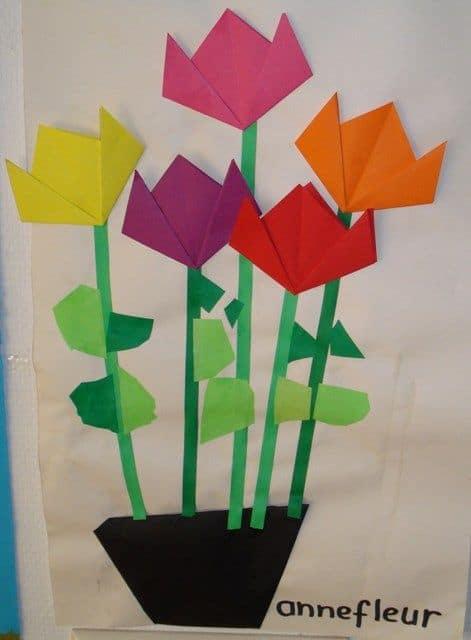 cartão decorado com dobraduras de flores
