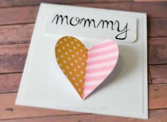 cartão 3D com coração para dia das mães