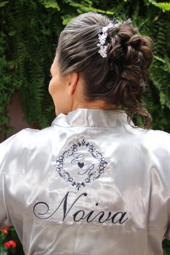 Brasão do casamento no robe