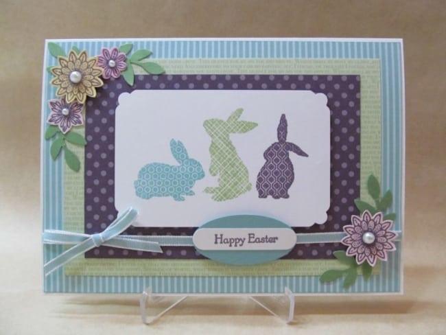 Cartão de páscoa artesanal com 3 coelhinhos
