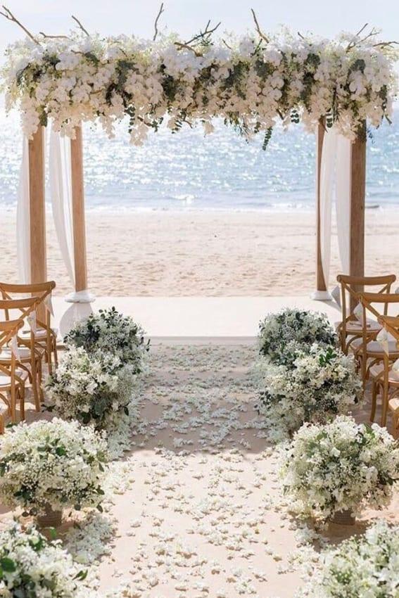 Decoração branca para casamento dos sonhos na praia15