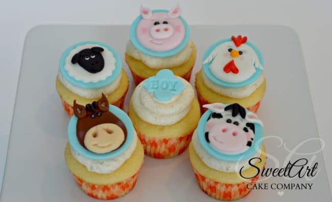 Estilo de cupcake fazendinha claro de bichinhos