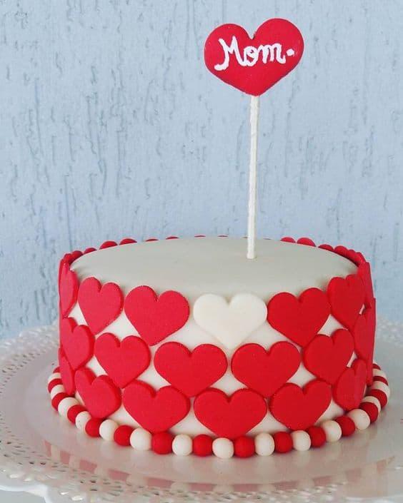 Homenagem para o dia das mães bolo de corações