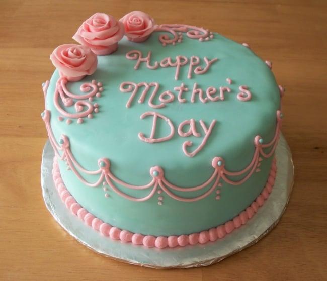 Homenagem para o dia das mães bolo decorado azul claro com rosas