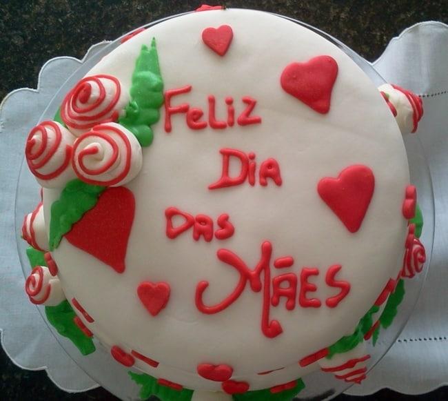 Homenagem para o dia das mães bolo decorado com corações