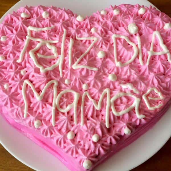 Homenagem para o dia das mães bolo rosa de coração