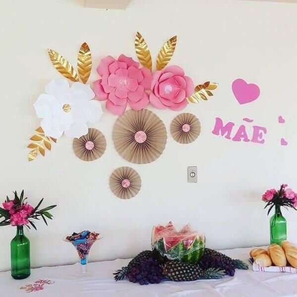 Homenagem para o dia das mães com frutas e rosas