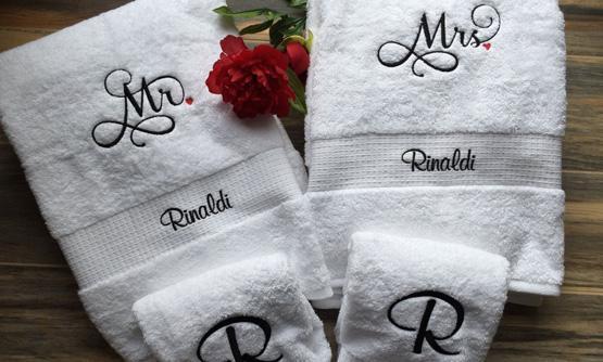 Jogo de toalhas personalizadas para presente de casamento criativo4