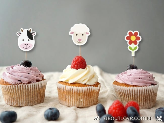 Lindos cupcakes com toppers de papel da fazendinha