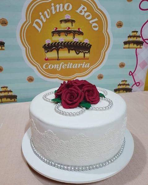 bolo de casamento simples em pasta americana branca