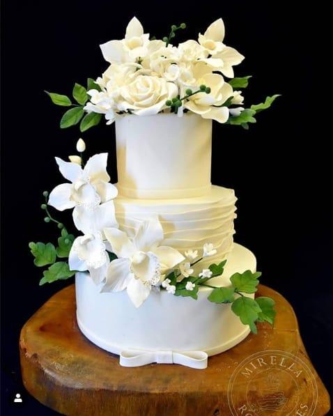 bolo de pasta americana de 3 andares para casamento