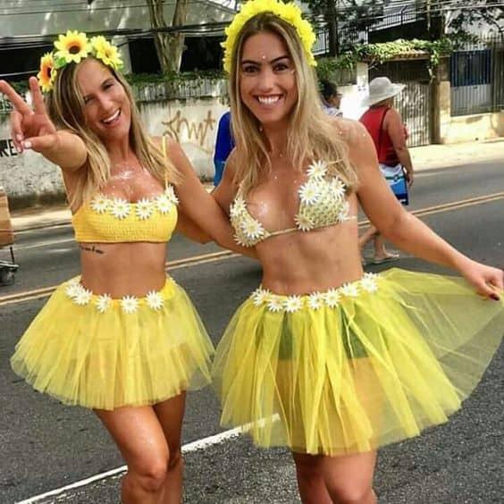 Amigas podem ir vestidas iguais no carnaval