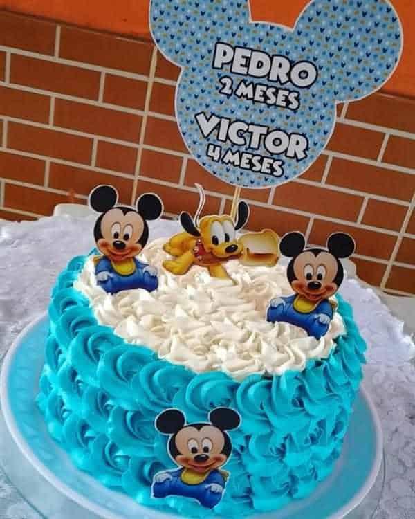 Bolo Mickey azul para comemorar dois mesversários