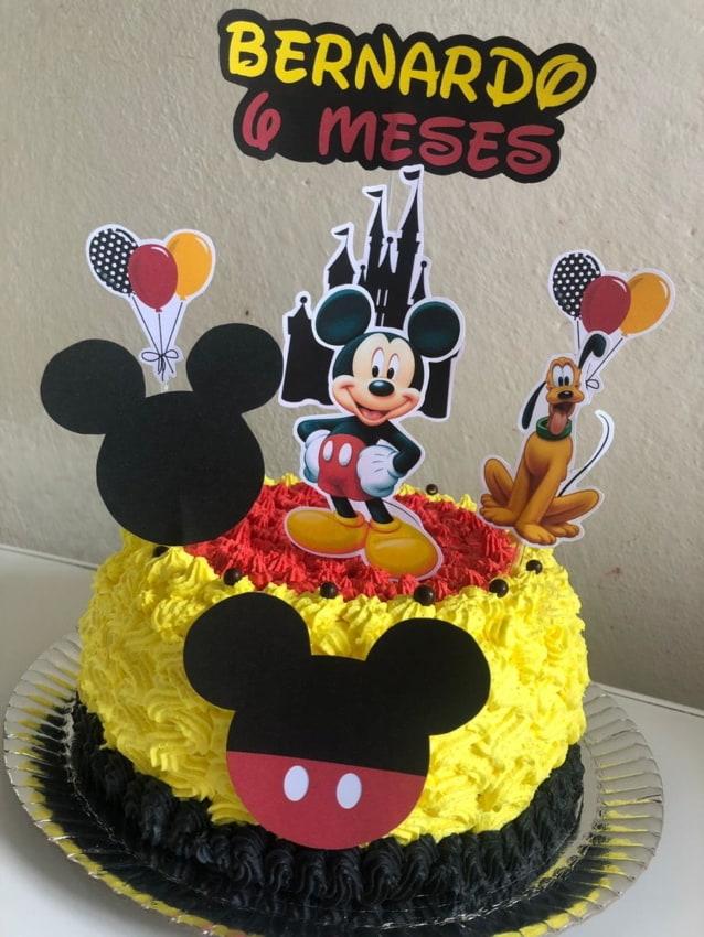 Bolo de mesversário Mickey com chantilly colorido