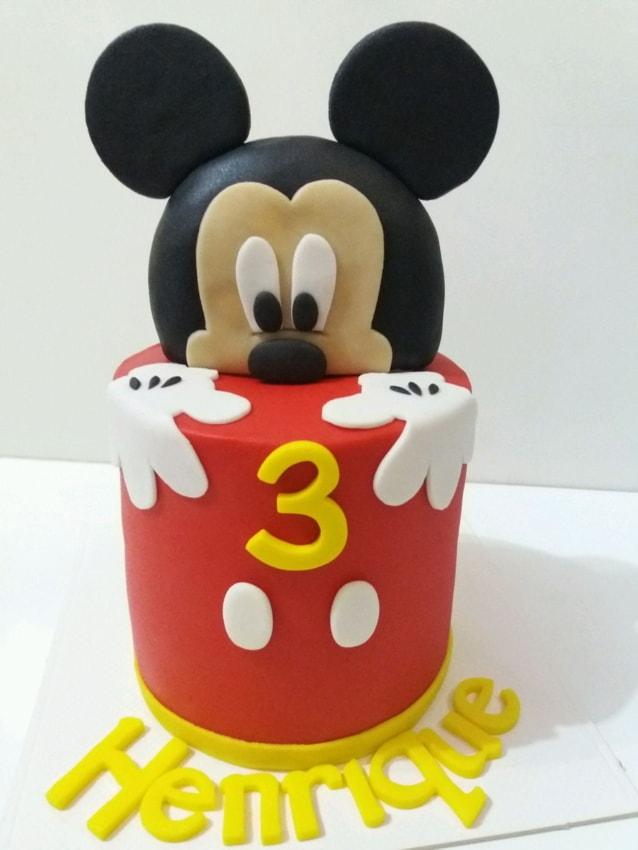 Bolo de mesversário Mickey com pasta americana