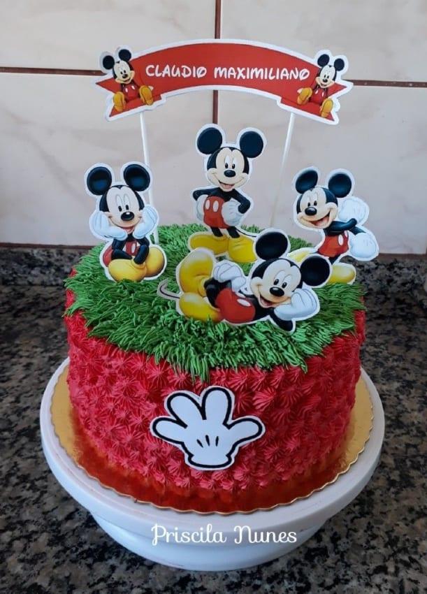 Bolo do Mickey com chantilly e toppers
