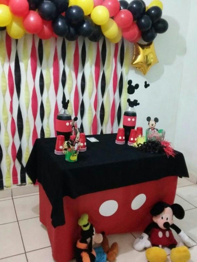 Decoração temática do Mickey para mesversário