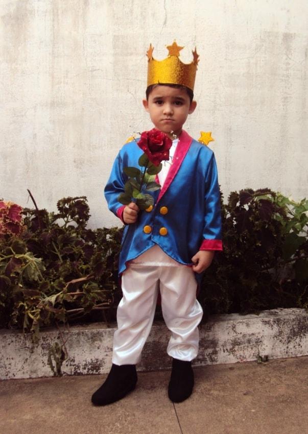 Fantasia de pequeno príncipe sofisticada
