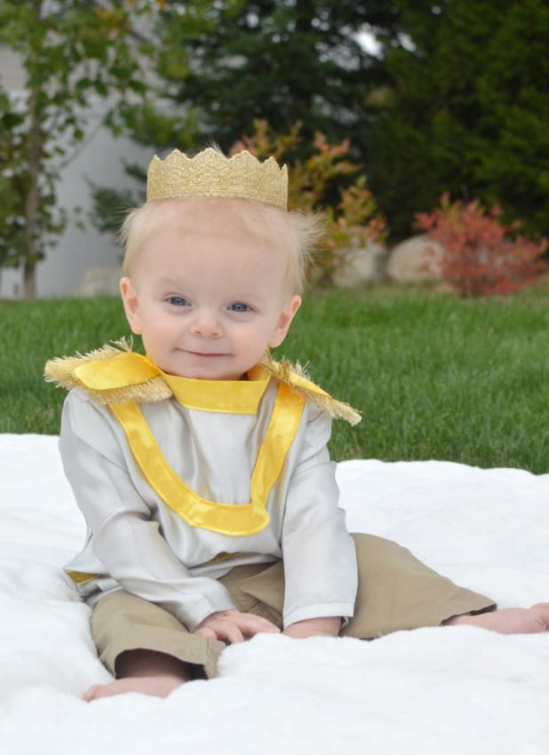 Fantasia de príncipe para bebê amarela