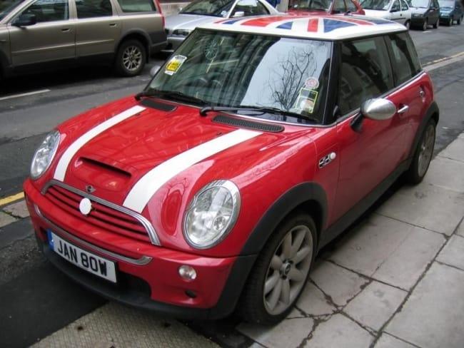 Mini Cooper vermelha