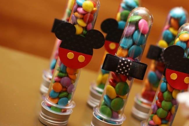 Tubetes com decoração do Mickey