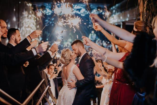como fazer Saída dos noivos com sparkles