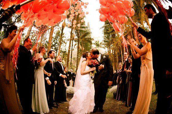 dicas de Saída dos noivos com balões