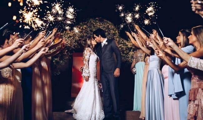 dicas de Saída dos noivos com sparkles