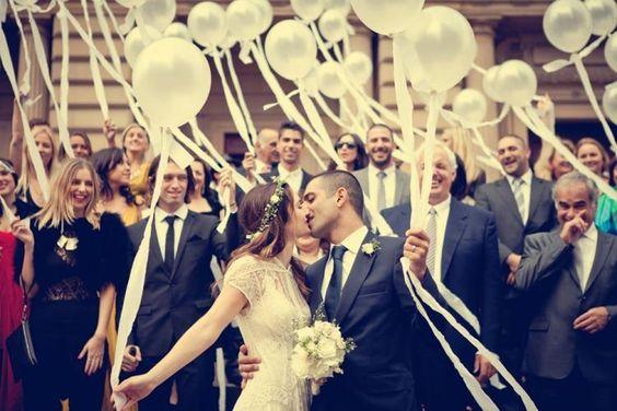 fotos de Saída dos noivos com balões