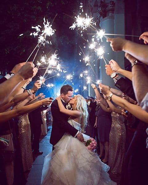 fotos de Saída dos noivos com sparkles