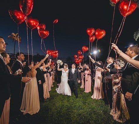 ideias de Saída dos noivos com balões