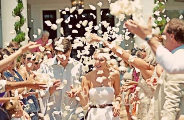 ideias de Saída dos noivos com petalas