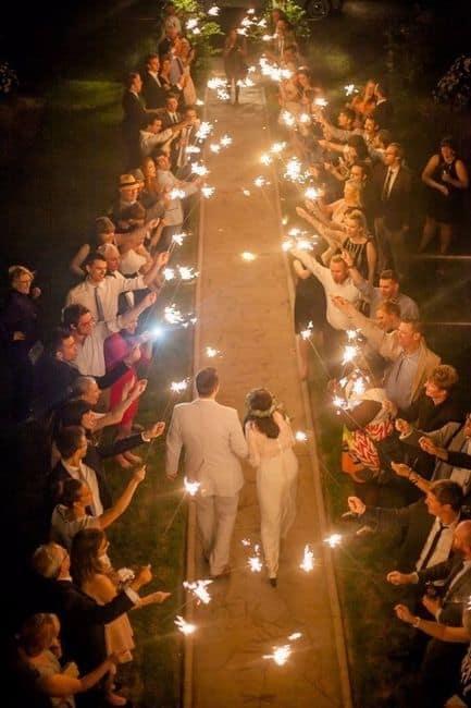 ideias de Saída dos noivos com sparkles