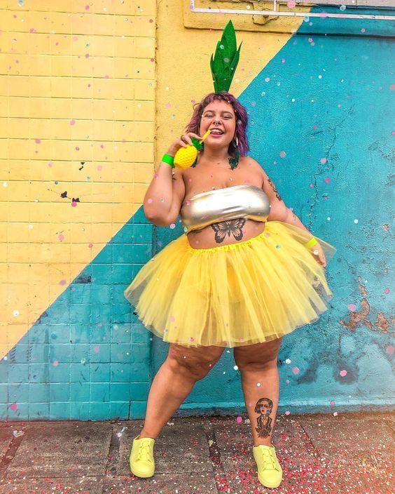 fantasia de abacaxi improvisada para carnaval