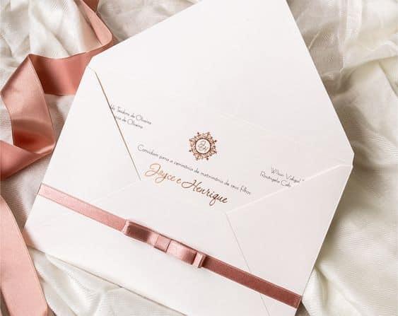 convite tradicional de casamento com envelope