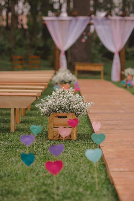 decoração DIY de cerimônia de casamento ao ar livre