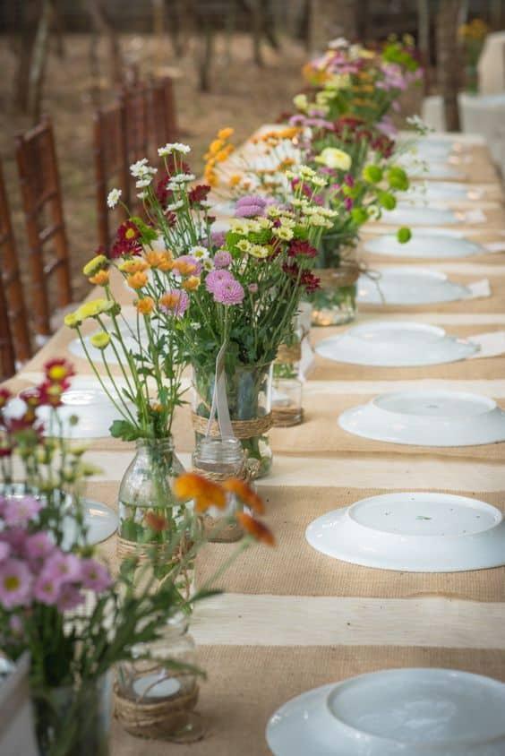 decoração de mesa DIY com flores para casamento simples