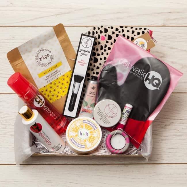 Caixa com produtos de beleza para noivas