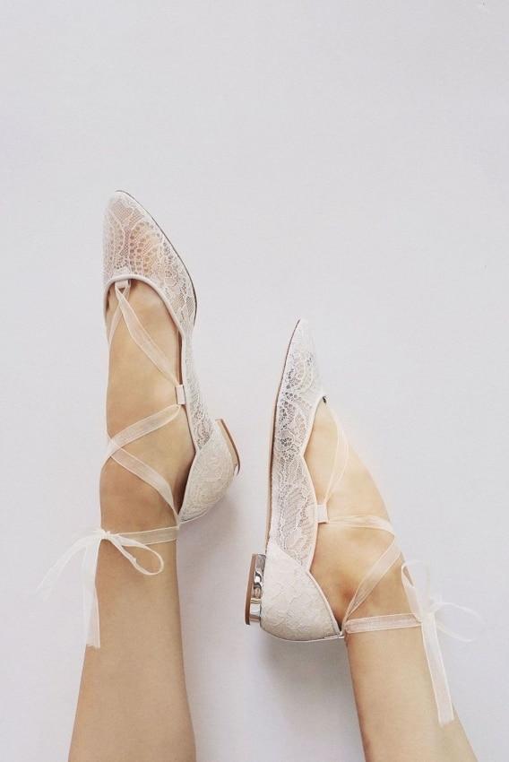 Modelo de sapatilha rendada estilo bailarina para noivas