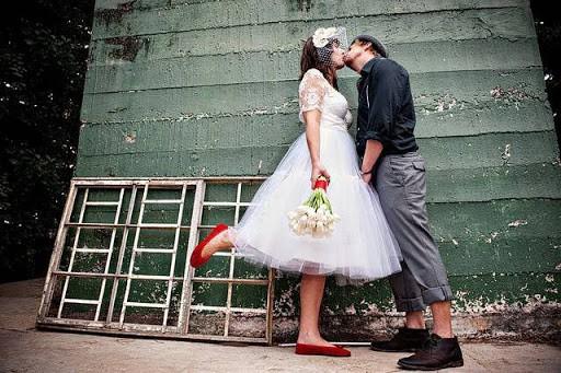 Noiva que se casou com sapatilha vermelha