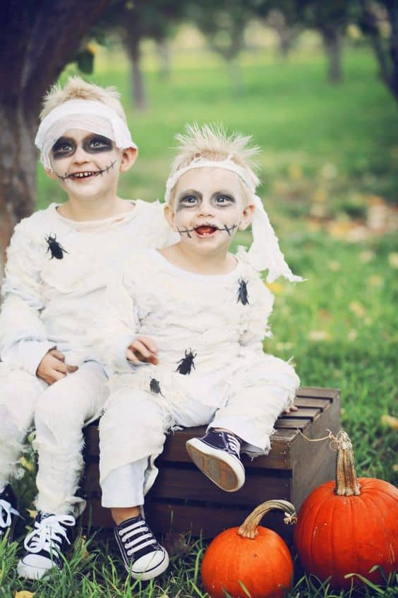fantasia assustadora de mumia para criança