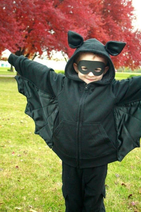fantasia infantil com asas e máscara de morcego