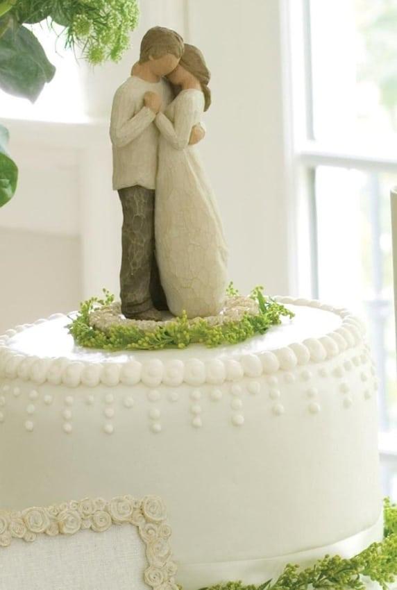 noivinhos rústicos em madeira para bolo de casamento