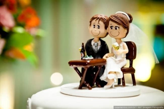 casal de noivinhos em biscuit para bolo de casamento