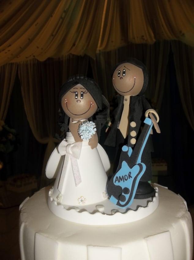 bolo decorado com noivinhos negros