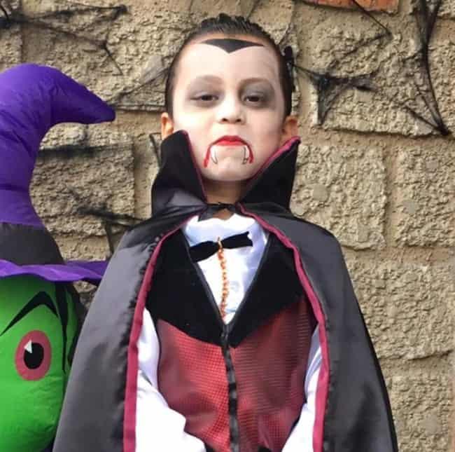 fantasia assustadora de vampiro para criança