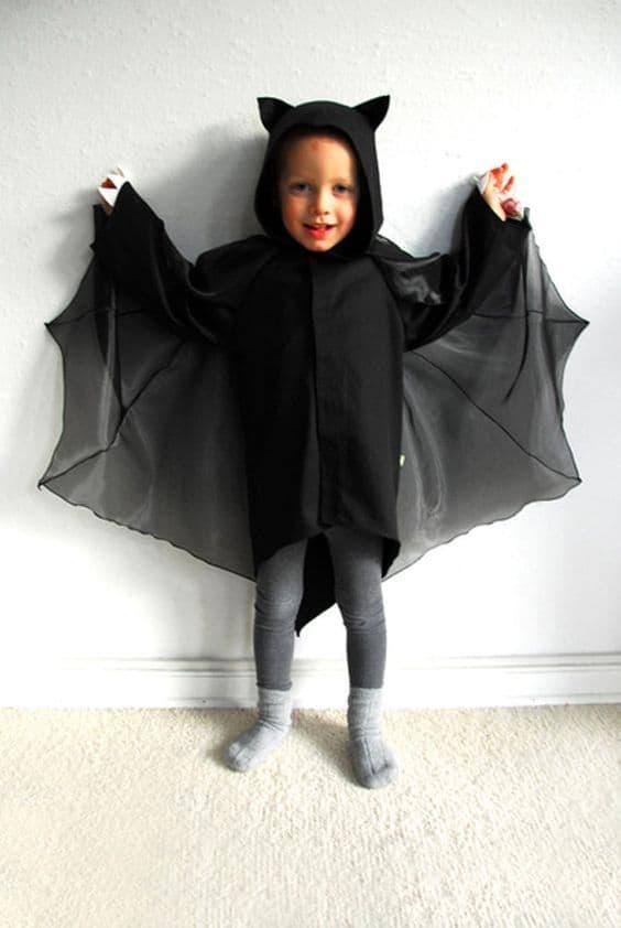 fantasia improvisada de criança para halloween