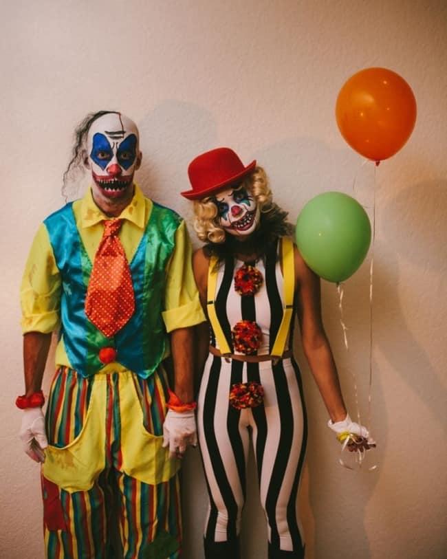 fantasia de Halloween de palhaços para casal